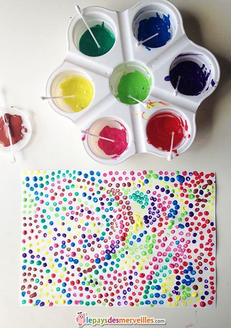 apprendre les couleurs  photo qui illustre une peinture colorées faite par un enfant