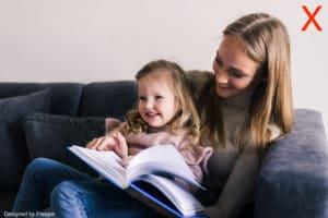 Photo de profil babysitter : une nounou avec un enfant