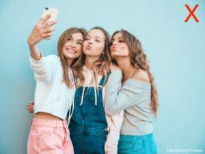 Photo de profil babysiiter : 3 filles qui font un selfie