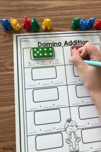 Activités à faire avec les enfants : addition avec des dominos