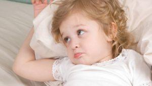 un enfant qui ne veut pas faire la sieste