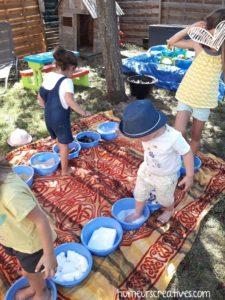 jeux en plein air : parcours sensoriel pour les pieds