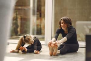 Une séance de Yoga pendant la garde périscolaire.