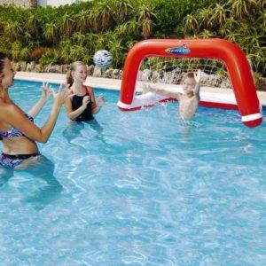 Une famille qui joue au water polo