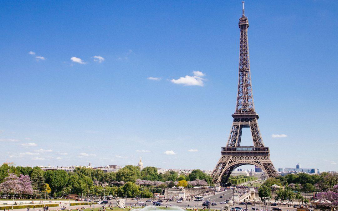 Garde d'enfant Paris : tarifs, profils, aides… tout ce qu'il faut savoir pour faire le bon choix !